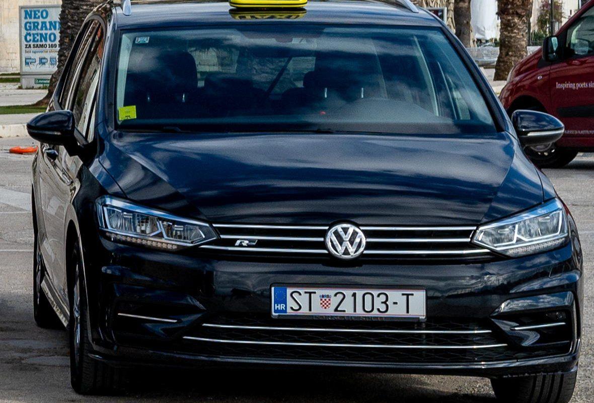 Volkswagen Touran Taxi Trogir